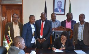 The Speaker Hon. David Githanda, Leader of the Majority Party, Hon. James Kamau Murango, Chair Budget Committee Hon. David Mathenge among others, today witnessed the assenting to the Kirinyaga County Supplementary Appropriation Bill, 2019 by the Kirinyaga Governor HE Anne Waiguru in her office.